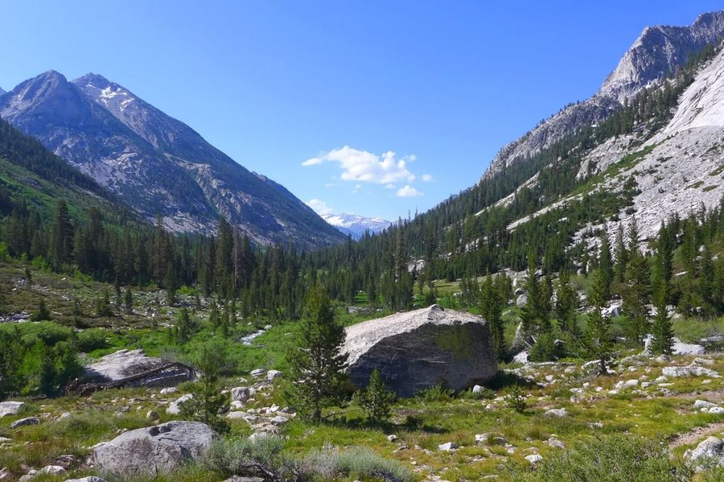 View of the valley on the best hikes in Kings Canyon National Park